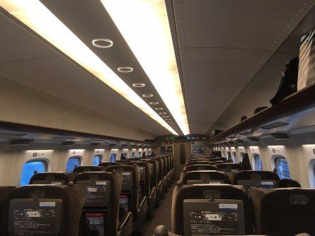 東京や大阪を新幹線で移動した
