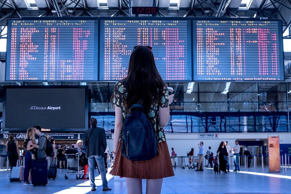 空港と女の人